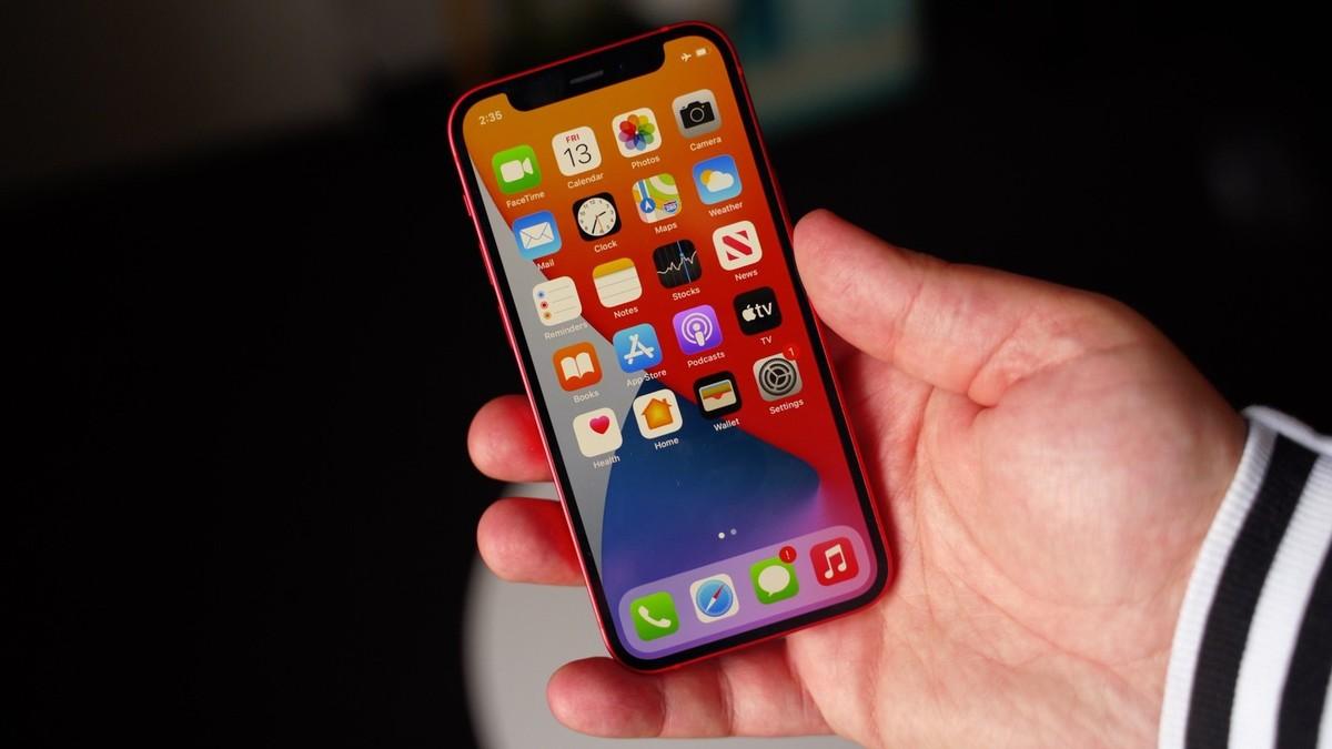 iPhone 12 mini lỗi màn hình, bị chê pin kém