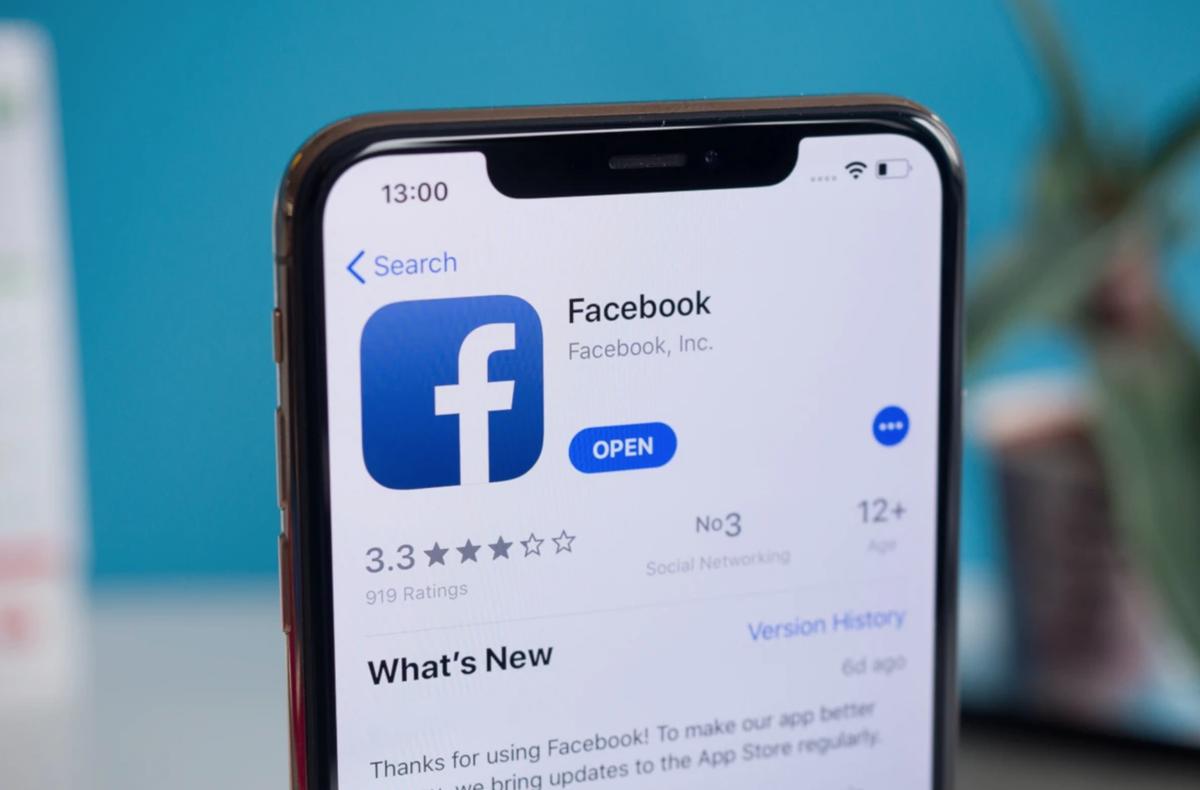 Người dùng iPhone đồng loạt bị thoát tài khoản Facebook