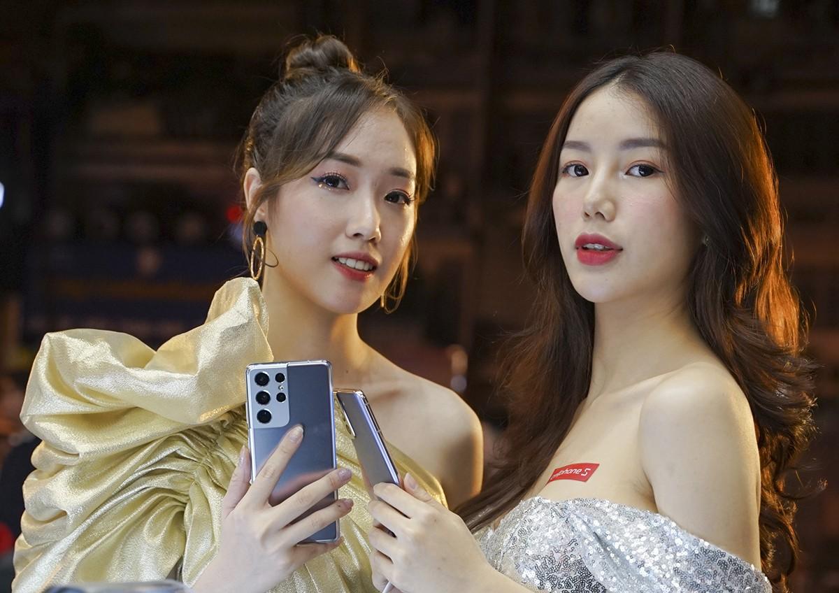 Khách Việt sở hữu Galaxy S21 sớm nhất thế giới