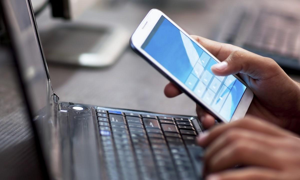 Điện thoại gửi dữ liệu gì cho nhà sản xuất hơn 4 phút một lần?