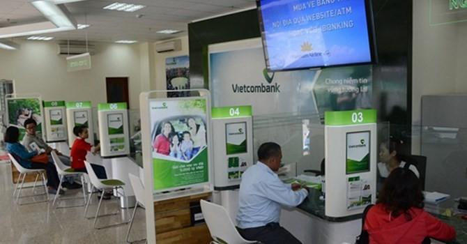 Tài chính tuần qua: Bỗng dưng mất 500 triệu trong một đêm, Vietcombank nói lỗi do khách hàng!