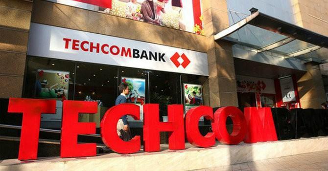 [BizDEAL] Gia đình Chủ tịch Techcombank tranh thủ gom hàng trăm triệu cổ phiếu trước thềm ngân hàng lên sàn