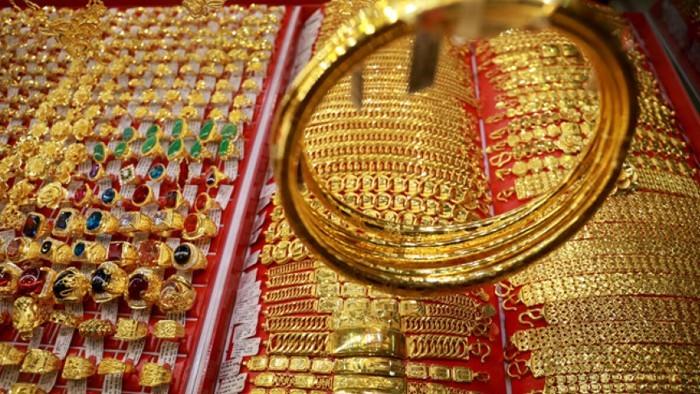 Giá vàng SJC bám trụ bất chấp vàng thế giới giảm mạnh