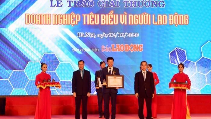 """Thủ tướng tặng Vietcombank bằng khen """"Doanh nghiệp tiêu biểu vì người lao động"""""""