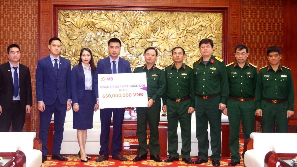 MB trao 650 triệu đồng hỗ trợ gia đình các liệt sĩ hy sinh tại thủy điện Rào Trăng 3