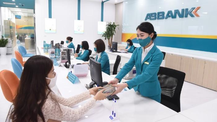 Lợi nhuận ABBank tăng mạnh nhưng tổng tài sản và tiền gửi khách hàng đều giảm