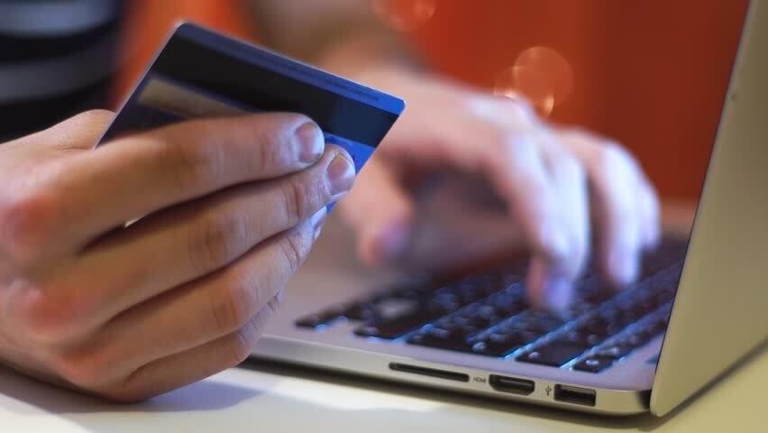 Giảm phí giao dịch ATM, POS và chuyển khoản liên ngân hàng đến hết năm