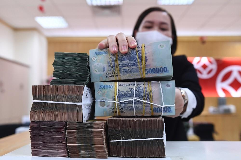 Tăng trưởng tiền gửi của người dân xuống thấp kỷ lục, chưa bằng 1/3 bình quân cùng kỳ chục năm qua