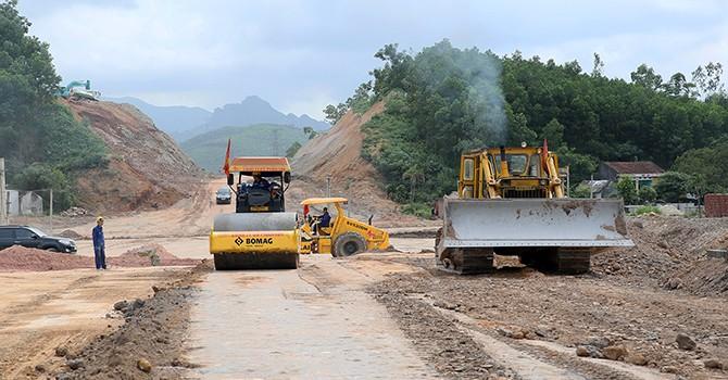 Việt Nam vay WB thêm 300 triệu USD để cải tạo đường, bảo vệ rừng