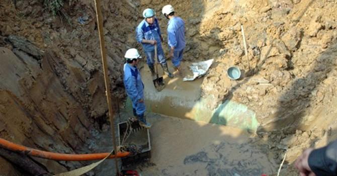 Đường ống nước Sông Đà lại bị vỡ
