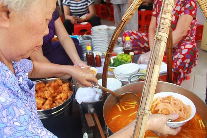 Giải mã những quán ăn Sài Gòn chỉ bán... 1 giờ đồng hồ