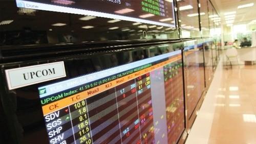 """Dồn dập lên sàn, cổ phiếu ngân hàng có """"dội chợ""""?"""