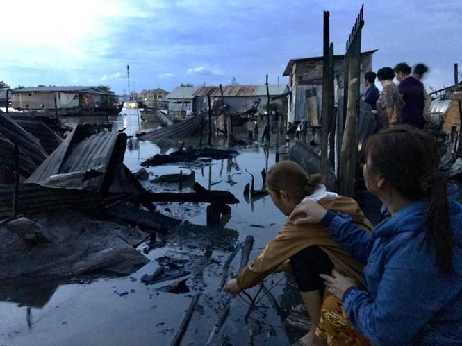 Thương hồ chợ nổi Cái Răng khốn khổ sau vụ cháy
