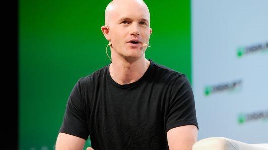 CEO Coinbase là tỷ phú tiền mã hóa đầu tiên cam kết cho đi tài sản
