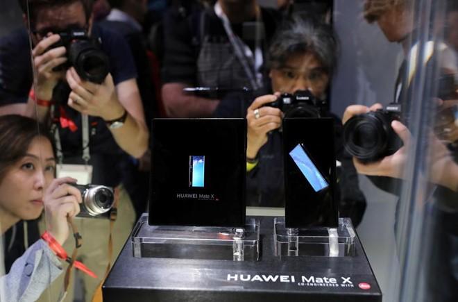 """4 hãng smartphone Trung Quốc """"tấn công"""" phân khúc cao cấp"""