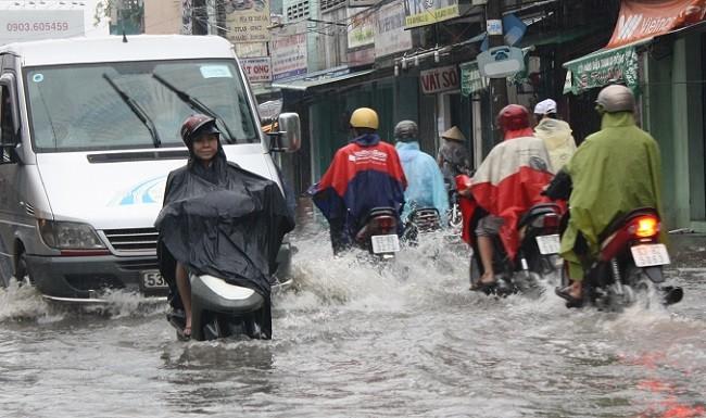 TP.HCM: Dự án nghìn tỷ, đường phố vẫn ngập nặng khi mưa