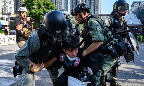 Cảnh sát Hong Kong lại đụng độ người biểu tình