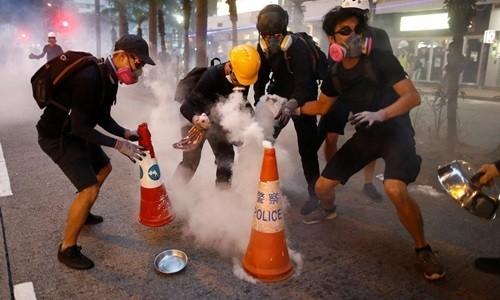 Hong Kong sắp cấm người biểu tình đeo mặt nạ