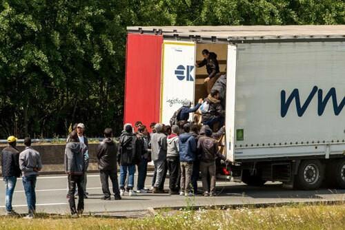 Nhóm người di cư được cứu từ xe đông lạnh