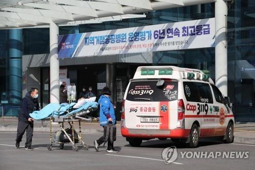 Hàn Quốc chật vật vì thiếu giường bệnh do số ca nhiễm COVID-19 tăng đột biến