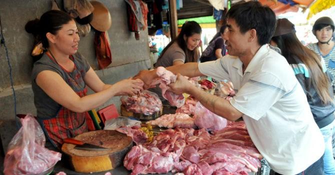 Giá thịt lợn tăng 200%: Bất thường?