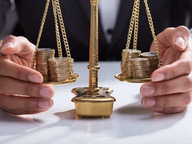 Làm sao để cân bằng giữa mục tiêu làm giàu và hưởng thụ cuộc sống?