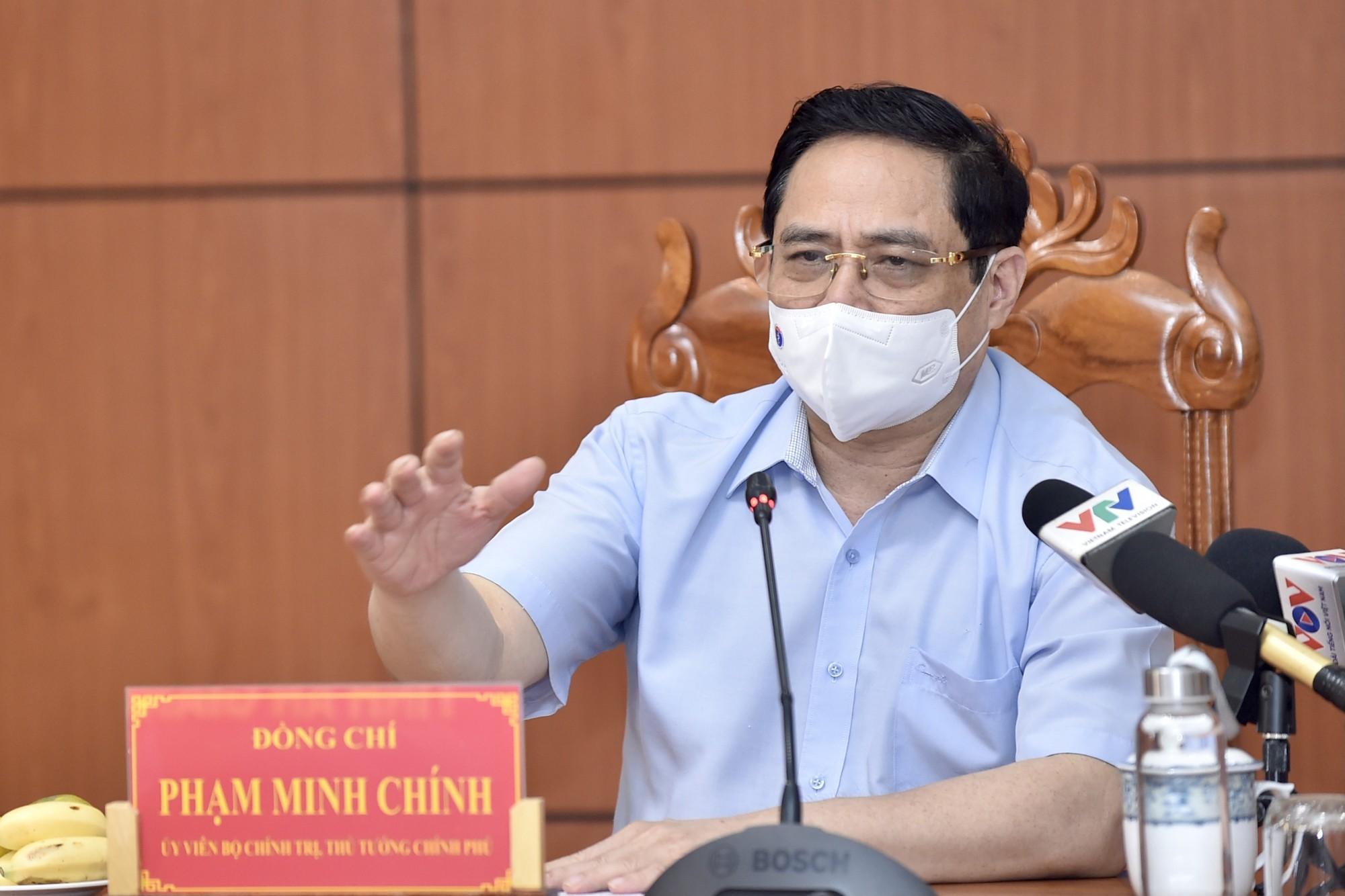 Thủ tướng: Nguy cơ dịch bệnh lây lan ra toàn quốc đã hiện hữu
