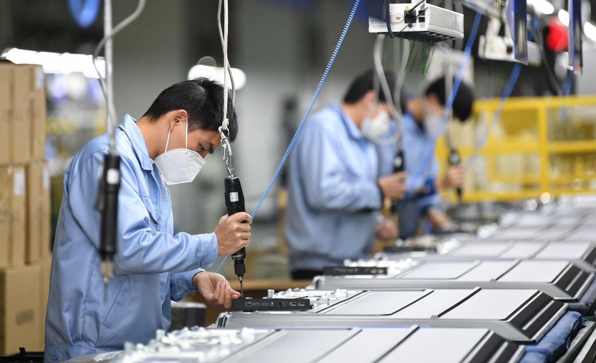 Chính phủ ban hành 4 nhóm giải pháp gỡ khó cho doanh nghiệp