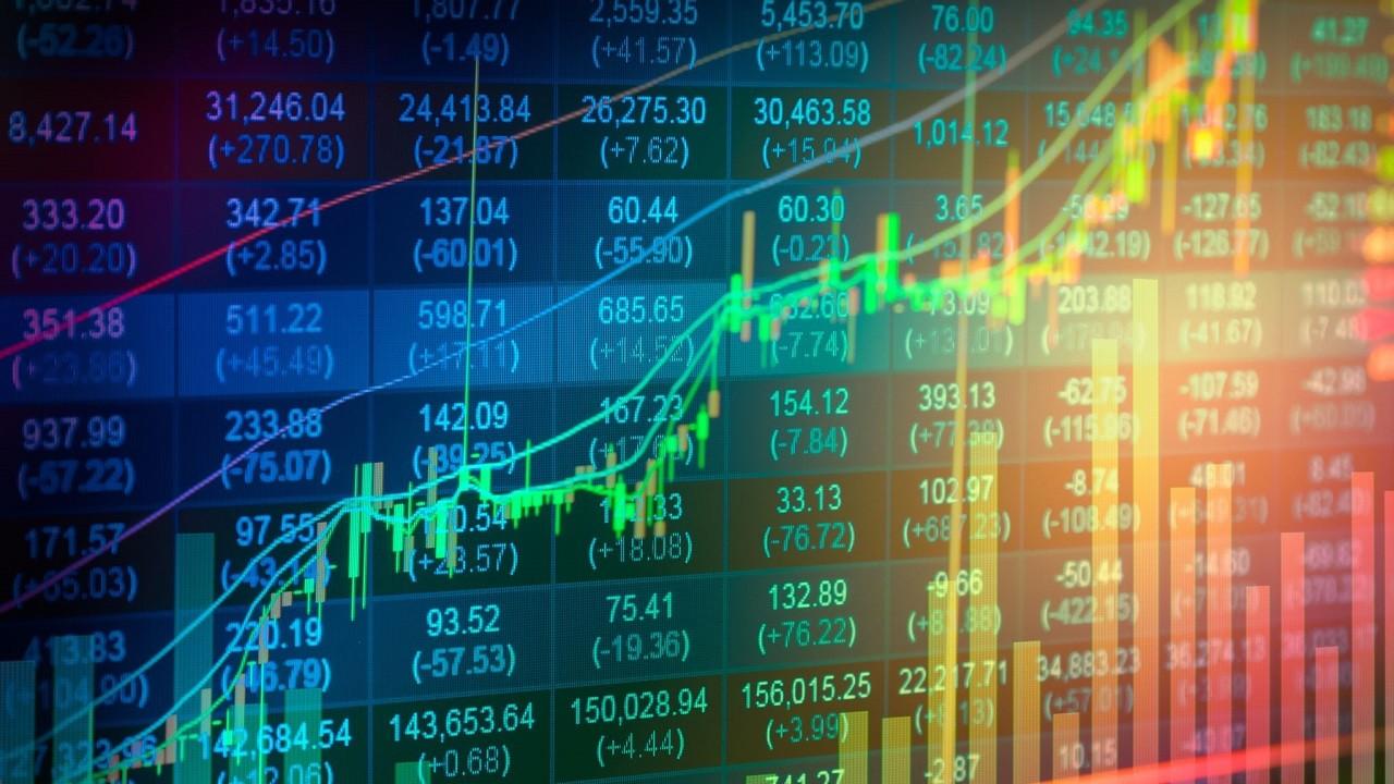 VN-Index năm Covid: Từ những phiên giảm chưa từng có trong lịch sử đến mức tăng ấn tượng nhất thế giới