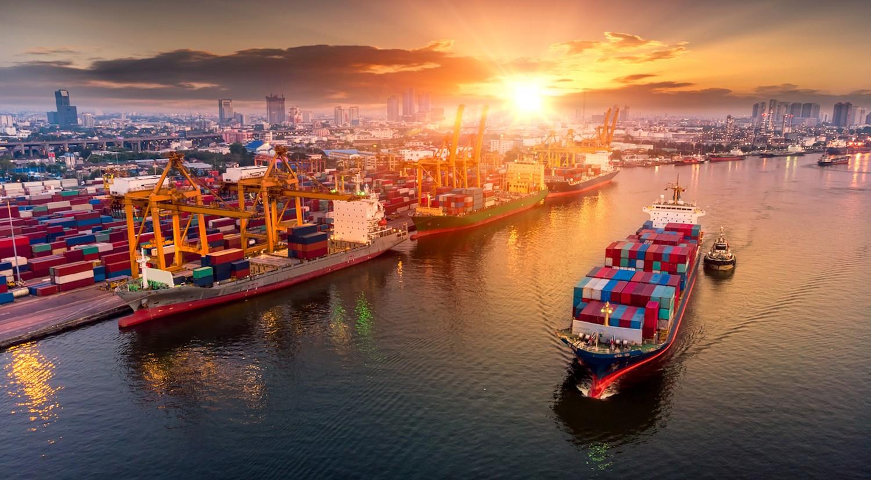 Cán cân thương mại đổi chiều, Việt Nam quay lại đà xuất siêu