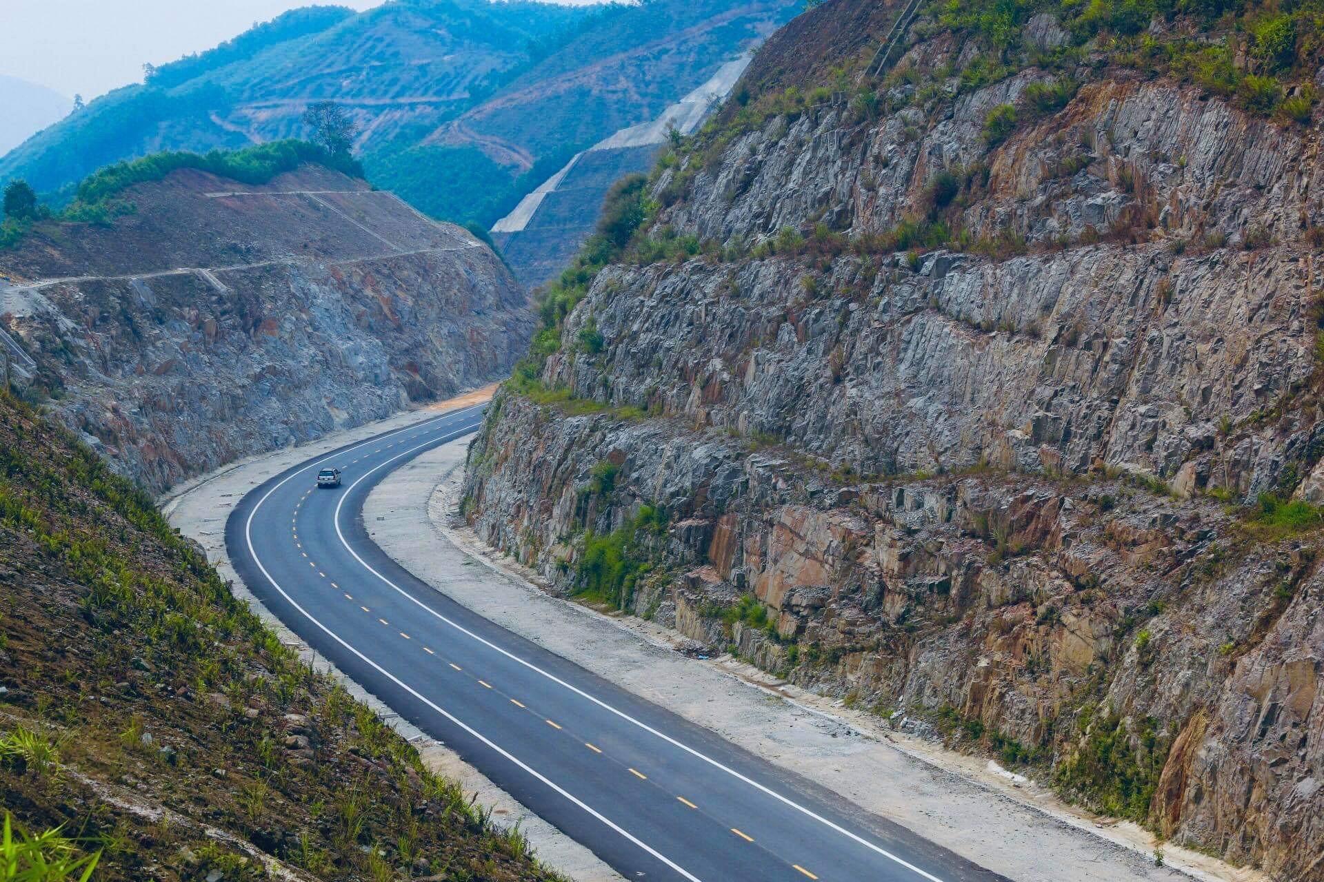 Chính phủ báo cáo gì về tiến độ 8 dự án đầu tư công thuộc cao tốc Bắc - Nam?