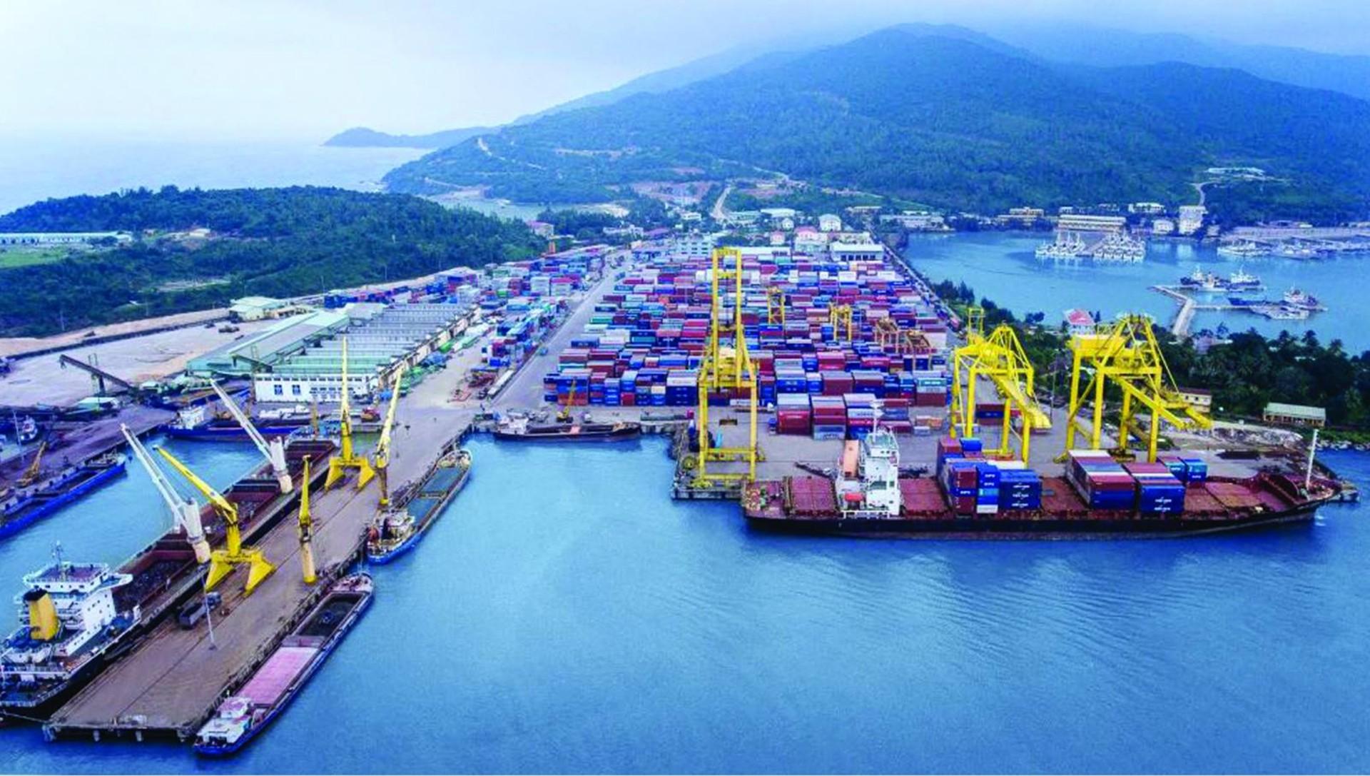 Thu ngân sách từ hoạt động xuất nhập khẩu 10 tháng giảm gần 13,6%