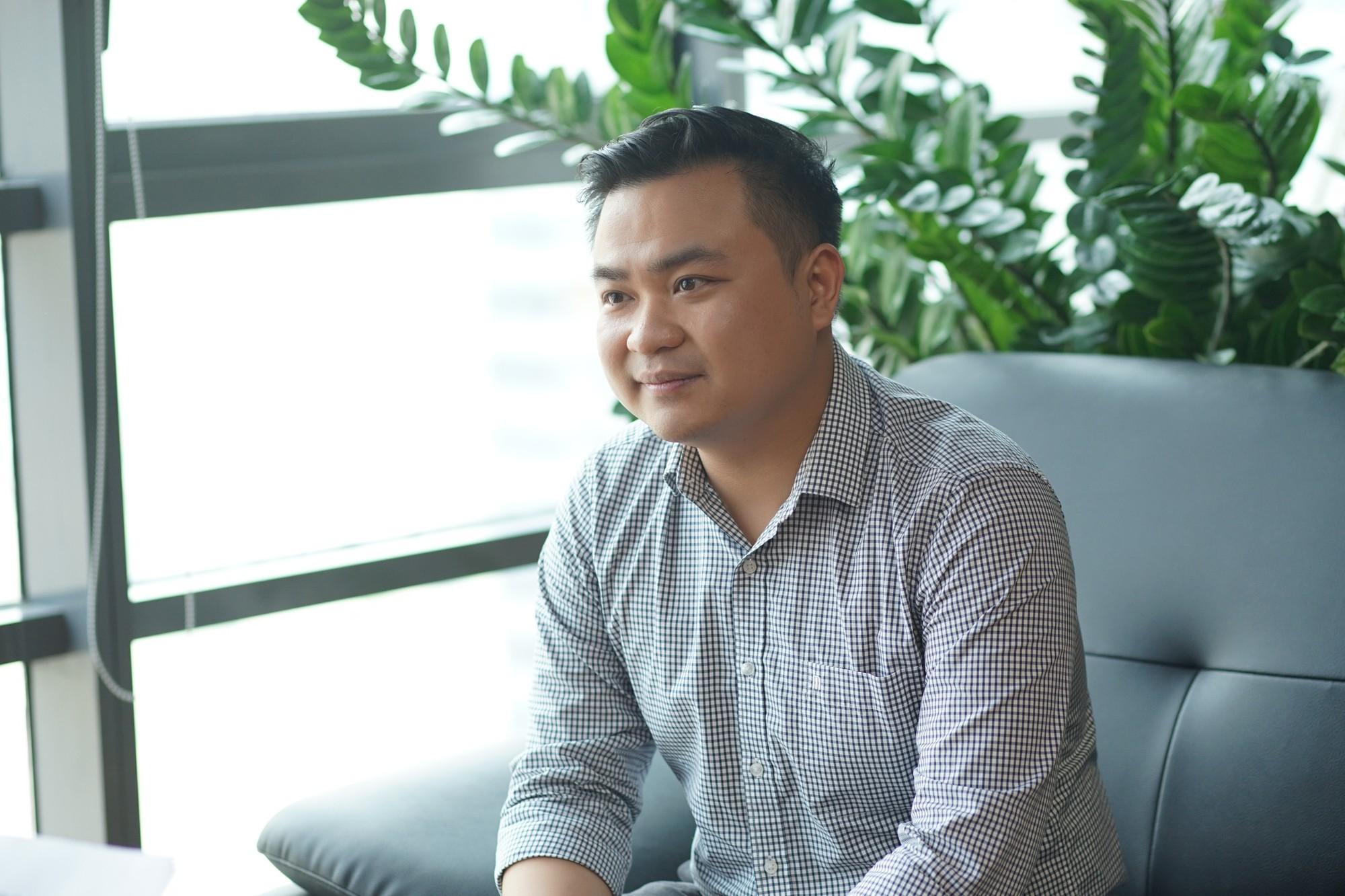 """CDO Rikkeisoft Ngô Minh Quân: Từ """"anh chàng tech"""" cắm cúi làm sản phẩm đến góc nhìn đầu tiên phải là hiệu quả kinh doanh"""