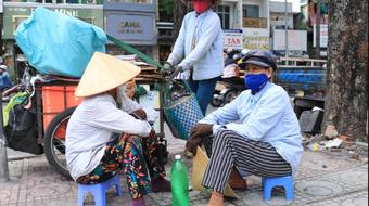 Lao động ngoại tỉnh ở Hà Nội cần làm gì để được về quê?