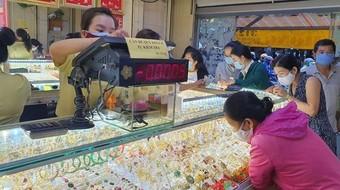 Giá vàng SJC quay đầu giảm mạnh phiên cuối tuần