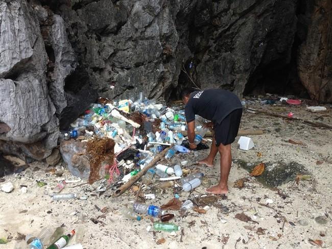 Ý thức du khách và những đống rác khổng lồ ở Lý Sơn