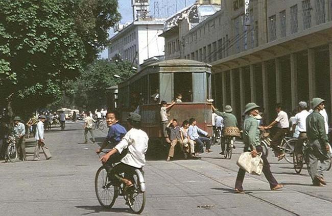 Hanoi, le tramway, jan 83