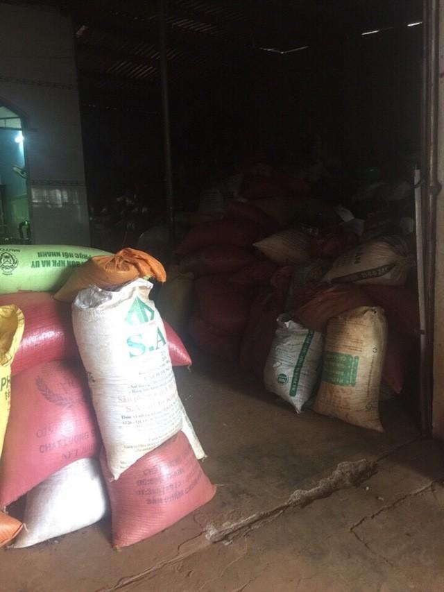 Những bao tiêu khô trữ lại trong nhà ông Lê Nguyễn ở ấp Trường An, xã Thanh Bình, huyện Trảng Bom