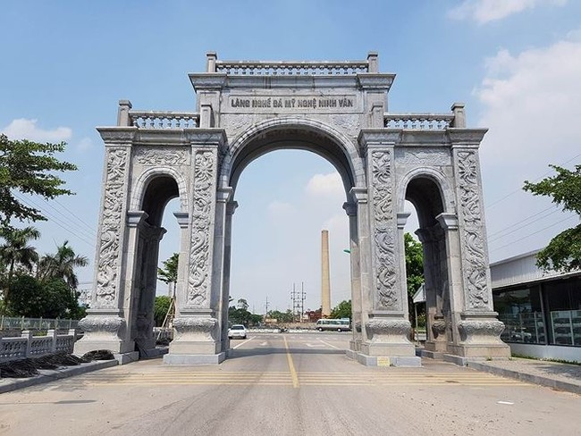 Cận cảnh cổng làng 11 tỷ ở Ninh Bình - ảnh 4