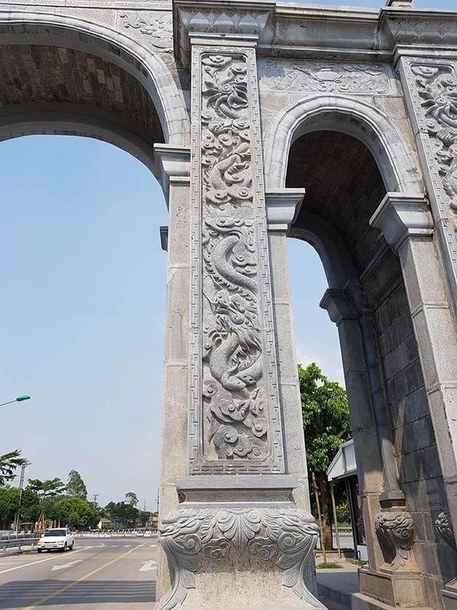 Cận cảnh cổng làng 11 tỷ ở Ninh Bình - ảnh 2