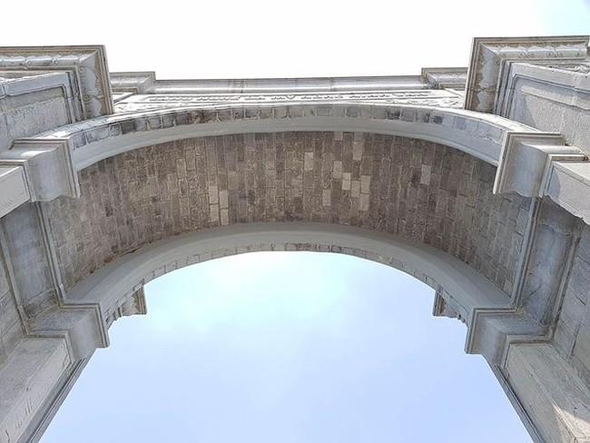 Cận cảnh cổng làng 11 tỷ ở Ninh Bình - ảnh 1