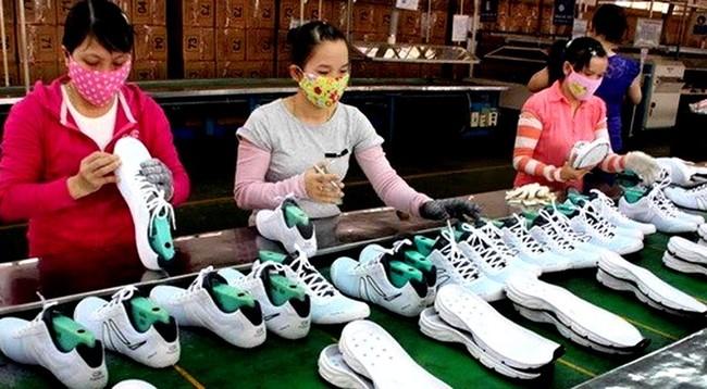 Khoảng 1 tỉ đôi giày được làm tại Việt Nam với giá 15 USD/đôi - ảnh 1