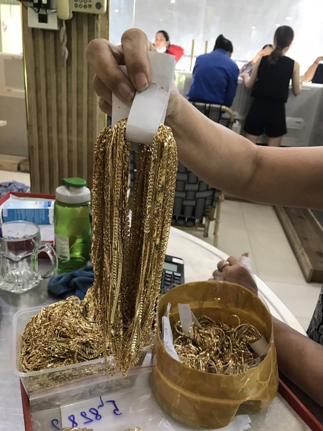 Vụ tìm chủ nhân 230 lượng vàng: 2 người bán vàng khai đầy mâu thuẫn - Ảnh 1.