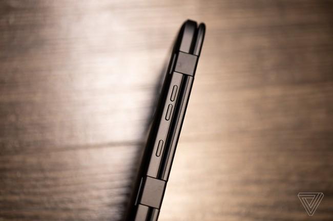 Can canh LG V50 - man hinh kep ban le, co the re hon Galaxy Fold hinh anh 3