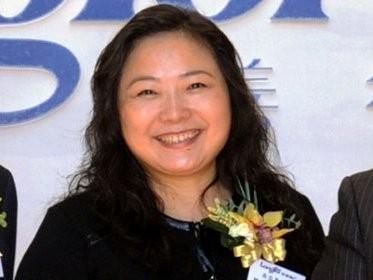 Năm 1993, sau khi trải qua vô số vấn đề khi cố gắng mua căn hộ đầu tiên của mình, từ việc thiếu khí đốt tự nhiên đến dịch vụ thang máy và ánh sáng kém, Wu đã được truyền cảm hứng để bắt đầu sau này trở thành Longfor Properties với chồng mình, Cai Kui.
