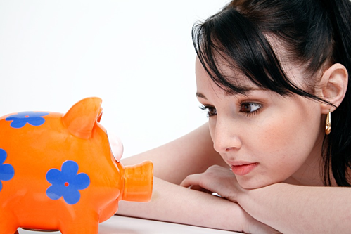 Nên có tài khoản tiết kiệm ngay từ độ tuổi 20. Ảnh: Pixabay