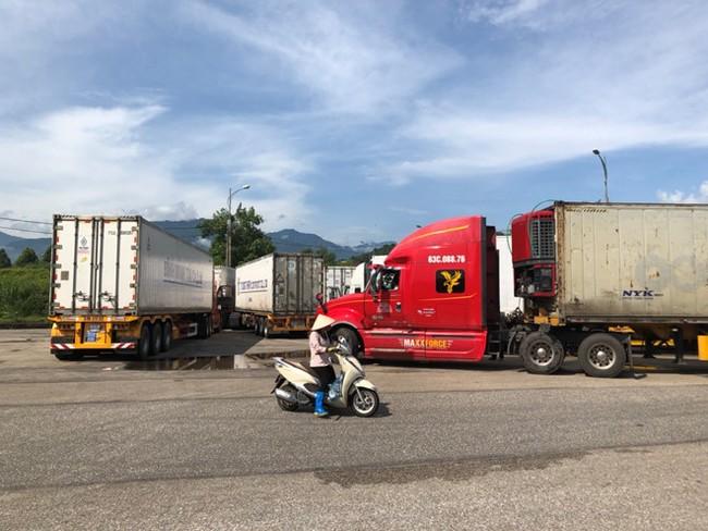 Trung Quốc bất ngờ cấm hàng trăm xe container Việt Nam qua biên giới - ảnh 2