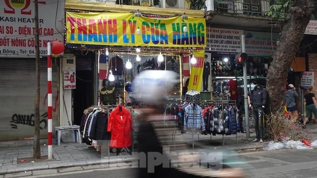 Đổ xô mua hàng thời trang 'giảm giá bom tấn' cuối năm - ảnh 13