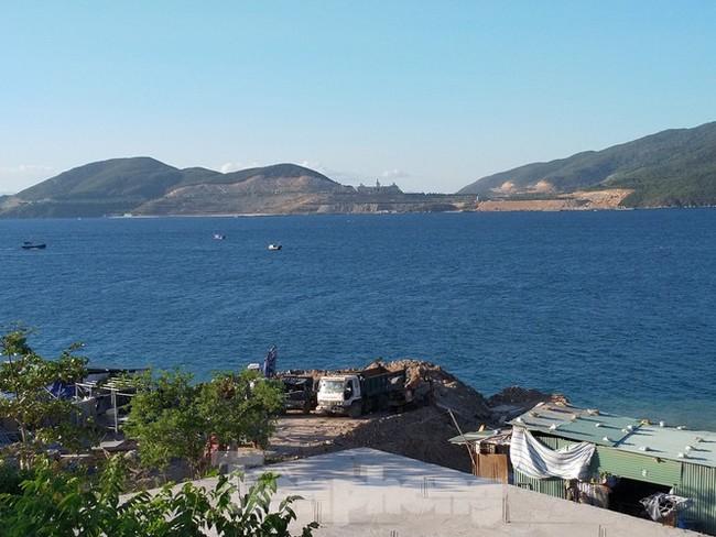 """Cận cảnh những công trình xây """"chui"""" trên đảo Hòn Tằm - Nha Trang - ảnh 4"""
