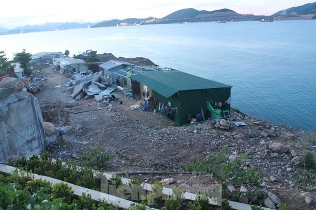 """Cận cảnh những công trình xây """"chui"""" trên đảo Hòn Tằm - Nha Trang - ảnh 7"""